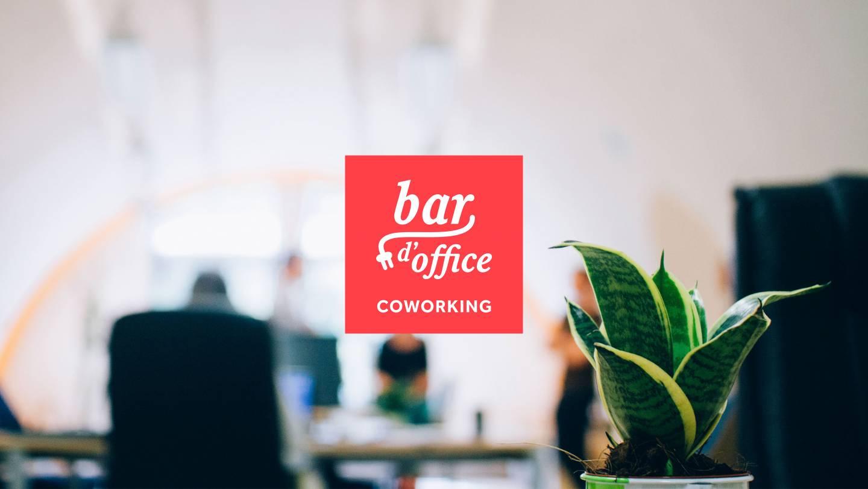 Sfeerbeeld met het Bar d'Office logo