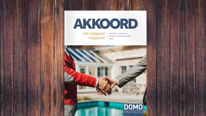 Mockup van de cover van het DOMO vastgoed magazine