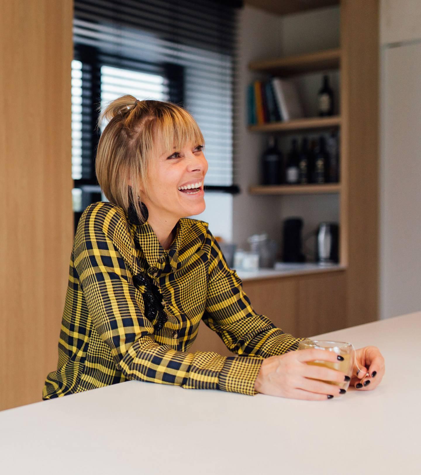 Foto van Hanne Troonbeeckx op het kantoor van DOMO
