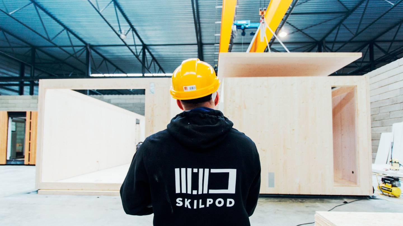 Foto van een SkilPod medewerker in het atelier